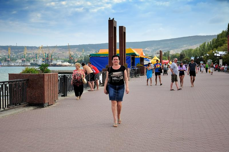 Feodosia, Republik von Krim - 9. September 2017 Schwarzes Meer Urlaubertouristen stockbilder
