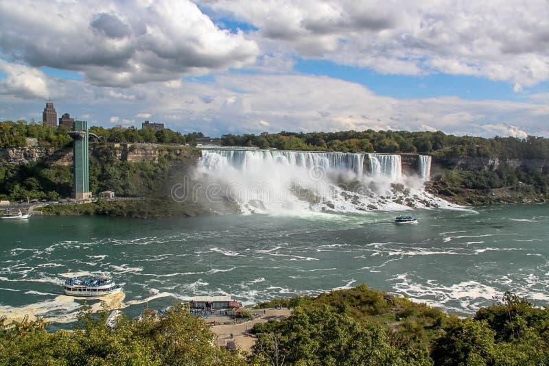 Fer à cheval de chutes du Niagara ontario canada Beau fond de cascade à écriture ligne par ligne photos stock