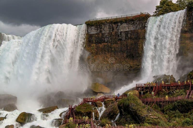 Fer ? cheval de chutes du Niagara ontario Beau fond de cascade ? ?criture ligne par ligne images stock