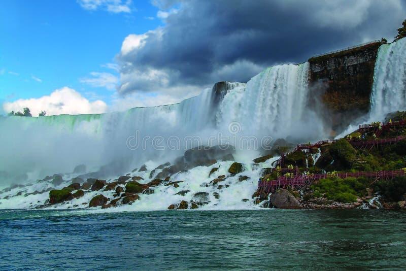 Fer ? cheval de chutes du Niagara ontario Beau fond de cascade ? ?criture ligne par ligne photographie stock libre de droits