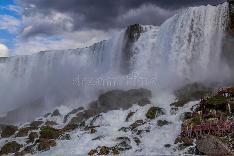 Fer ? cheval de chutes du Niagara ontario canada Beau fond de cascade ? ?criture ligne par ligne photographie stock libre de droits