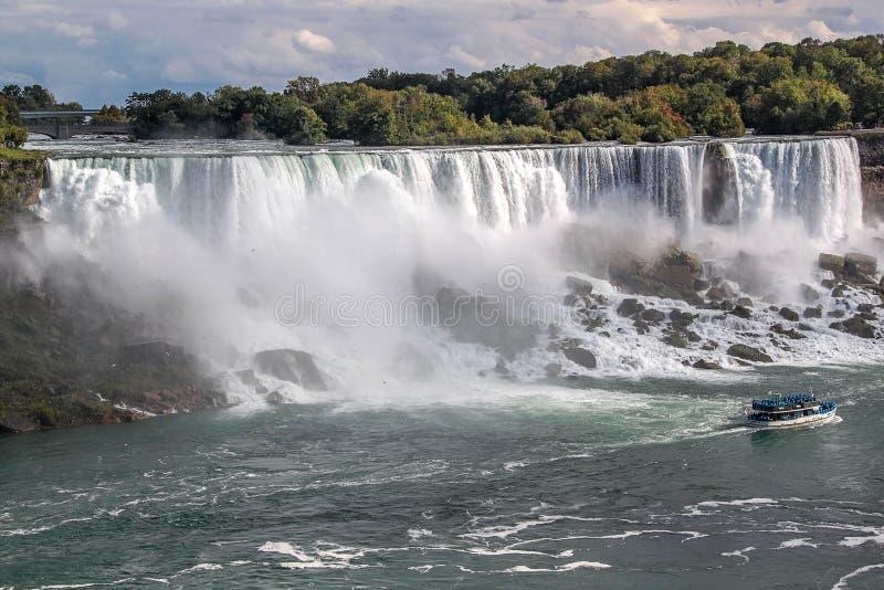 Fer ? cheval de chutes du Niagara ontario canada Beau fond de cascade ? ?criture ligne par ligne photos stock