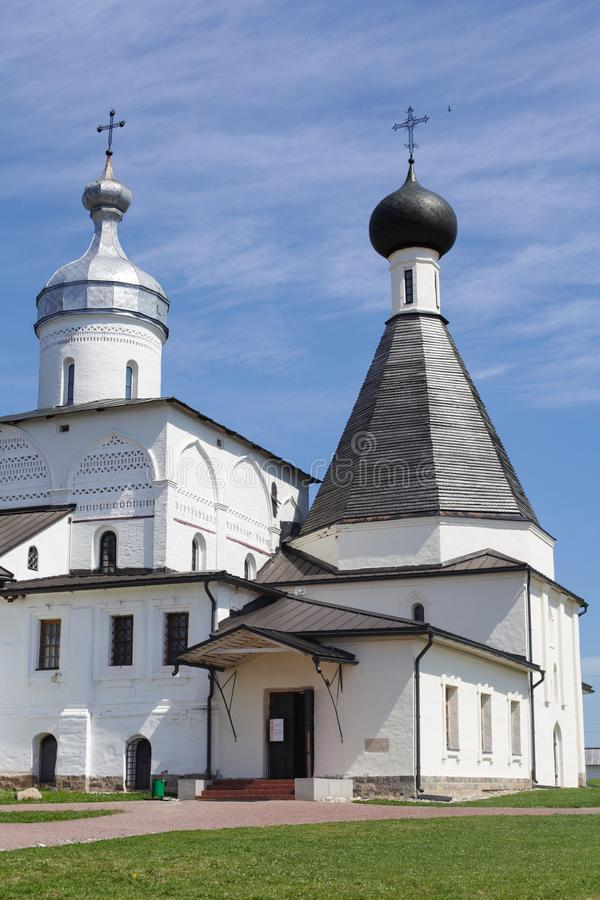 Ferapontovo, Juli 2018 Klooster zeer mooie meningen rond stock foto