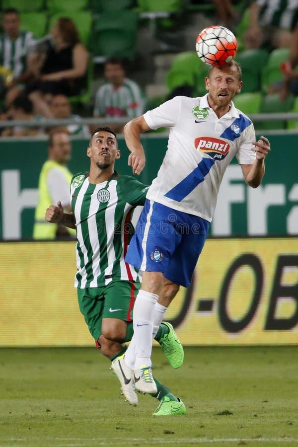 Ferencvaros против Футбольный матч лиги банка MTK OTP стоковые изображения rf
