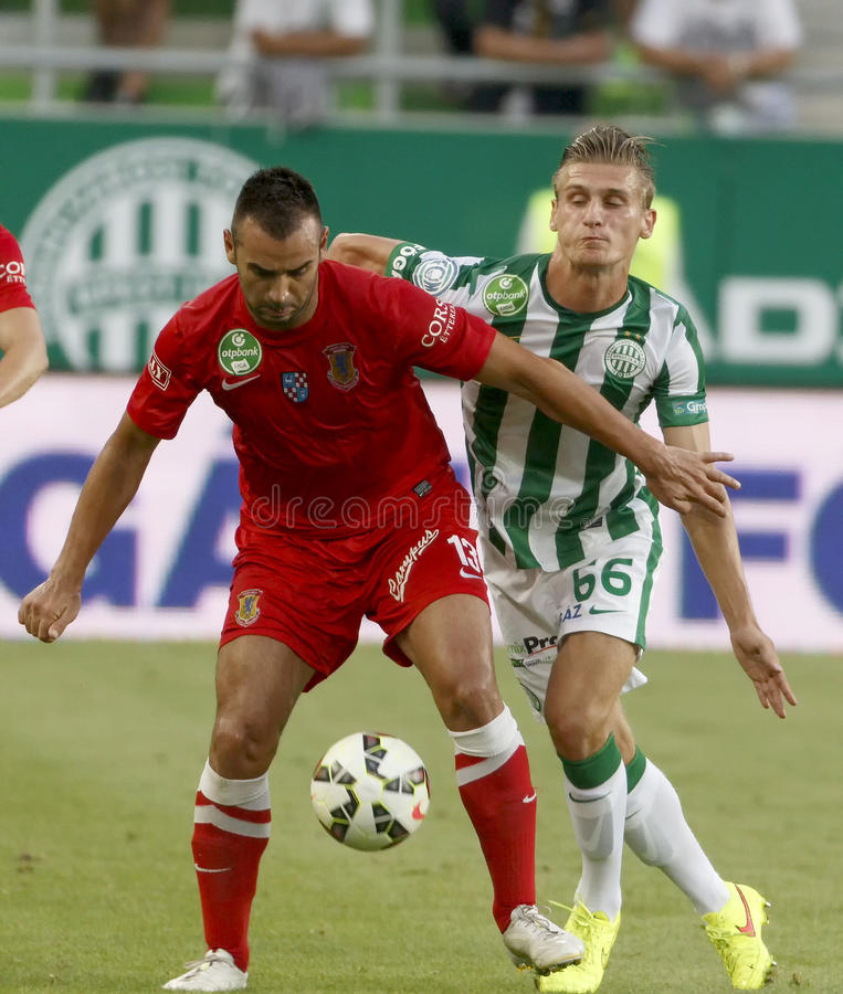 Ferencvaros contre Match de football de ligue de banque de Dunaujvaros OTP photo stock