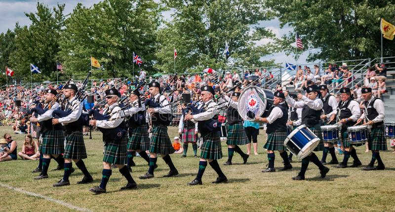 Fergus, Ontario, Canada - 08 11 2018: Verbinden de Regionale de de Politiepijpen en Trommels van Durham het deelnemen aan de weds royalty-vrije stock foto's