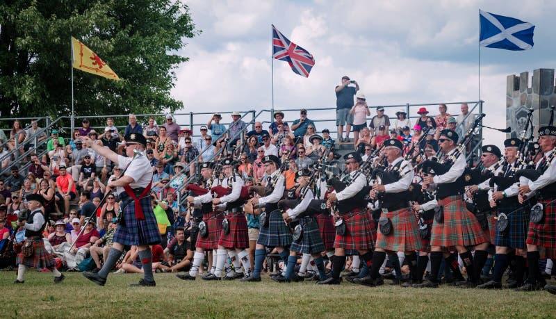 Fergus Ontario, Kanada - 08 11 2018: Över 20 rörmusikband paricipated i rörmusikbandstriden som rymms av pipblåsare och rörmusikb royaltyfria foton