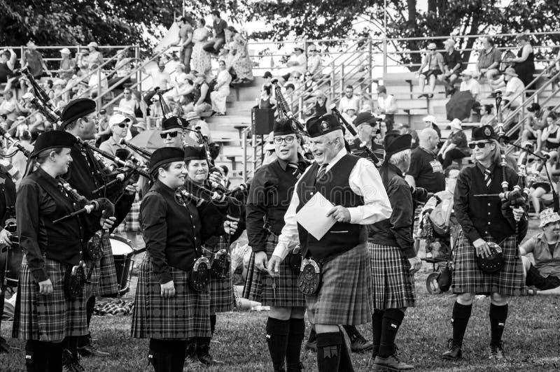 Fergus Ontario, Kanada - 08 11 2018: Över 20 rörmusikband paricipated i rörmusikbandstriden som rymms av pipblåsare och rörmusikb royaltyfri foto