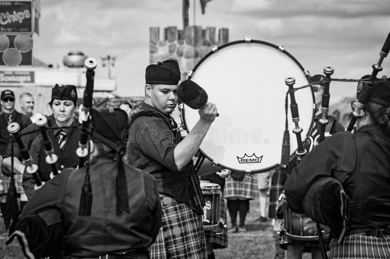 Fergus Ontario, Kanada - 08 11 2018: Handelsresanden av Hamilton Police Pipes och valsar sätter band paricipating i rörmusikbands arkivfoto