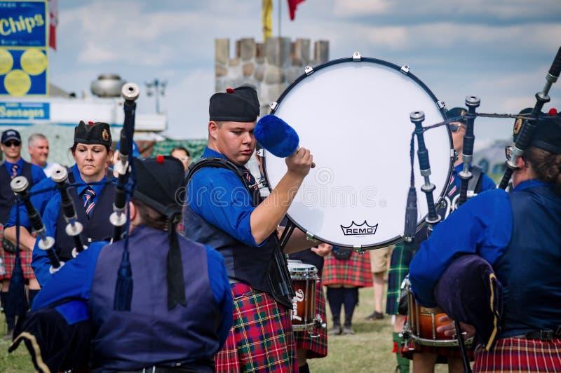 Fergus Ontario, Kanada - 08 11 2018: Handelsresanden av Hamilton Police Pipes och valsar sätter band paricipating i rörmusikbands royaltyfria bilder