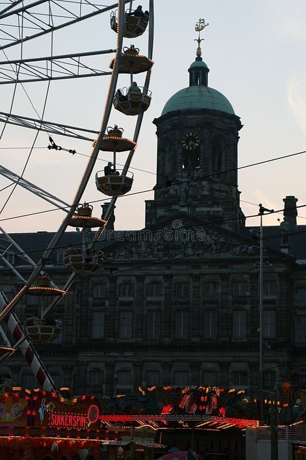Feria en la presa (Amsterdam) por noche fotografía de archivo libre de regalías