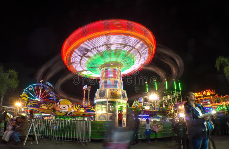 Feria juegos mecanicos light trail rides night long exposure stock photos
