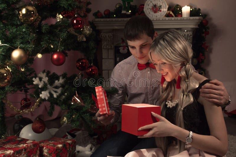 Feriado alegre do Natal Ano novo feliz Felicitações e presentes Natal, imagens de stock