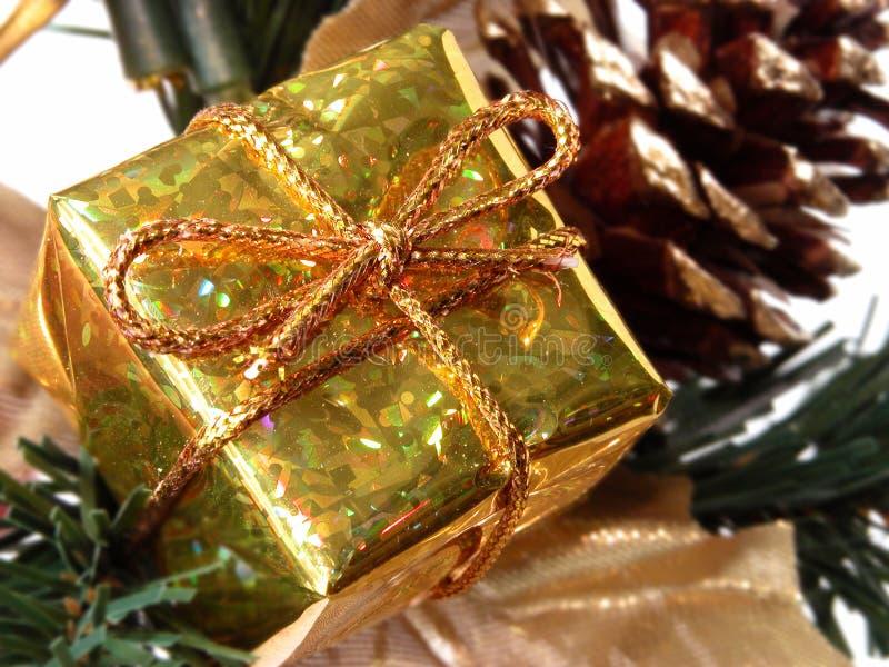 Feriado & sazonal: Caixa de presente pequena do ouro imagens de stock