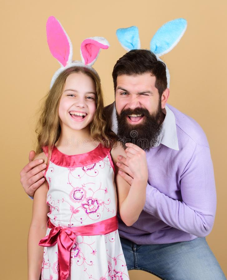 Feriado da mola Dia da Páscoa Atividades da Páscoa para crianças Easter feliz Orelhas longas do coelho do feriado Tradição da fam fotografia de stock royalty free