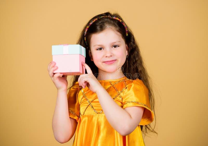 Feriado do feliz aniversario beleza Disconto preto de sexta-feira Venda grande Forma pequena da menina Cyber segunda-feira Compra foto de stock royalty free