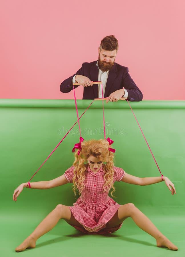 feriados e boneca domínio e dependência fantoche e homem da mulher da forma do vintage Idéia creativa Amor menina retro e foto de stock