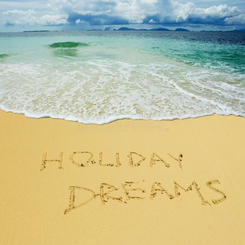 Ferie drömmer skriftligt i en sandig strand arkivbild