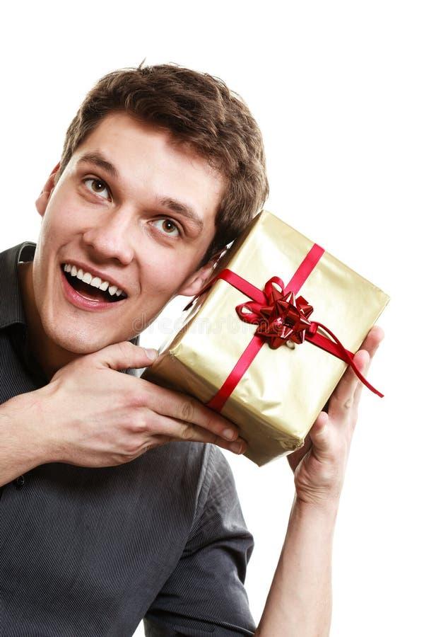 ferie Mannen fick den guld- gåvaasken med det röda bandet arkivfoto
