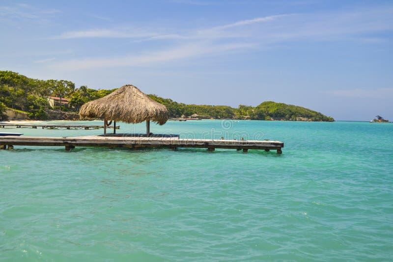 Ferien in einem karibischen Strand lizenzfreie stockfotos