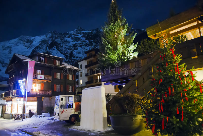 Ferienarttoevlucht & Kuuroordhotel in saas-Prijs royalty-vrije stock afbeeldingen