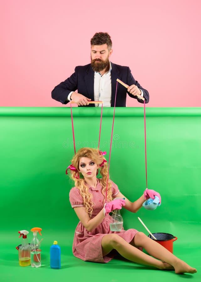 ferier och docka herravälde och beroende tappningmodekvinnor docka och man Hemmafru Rolig tid idérik idé royaltyfri fotografi