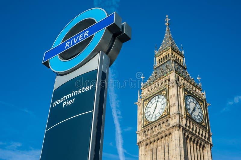 Fermata del traghetto del pilastro di Westminster a Londra fotografie stock libere da diritti