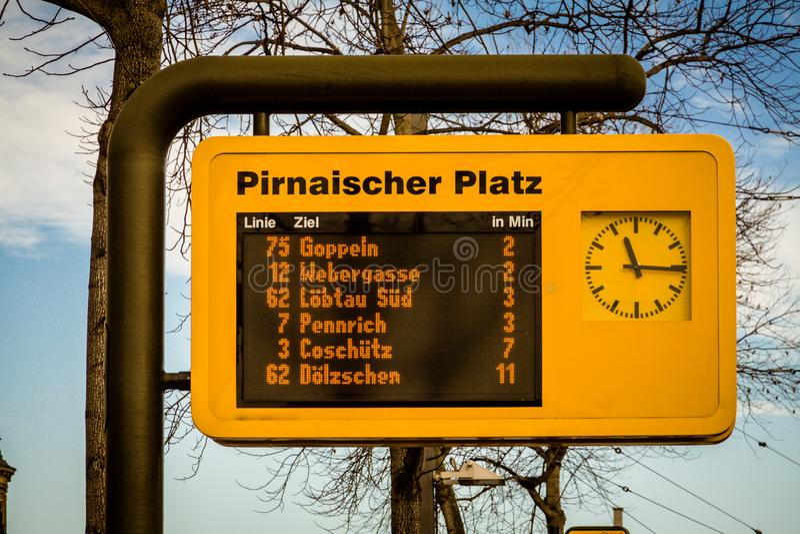 Fermata del tram a Dresda fotografie stock