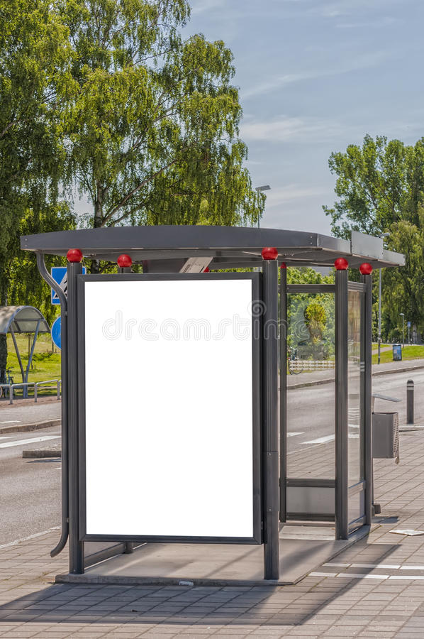 Download Fermata Dell'autobus Con Il Bilboard In Bianco Fotografia Stock - Immagine di alone, bordo: 56884778