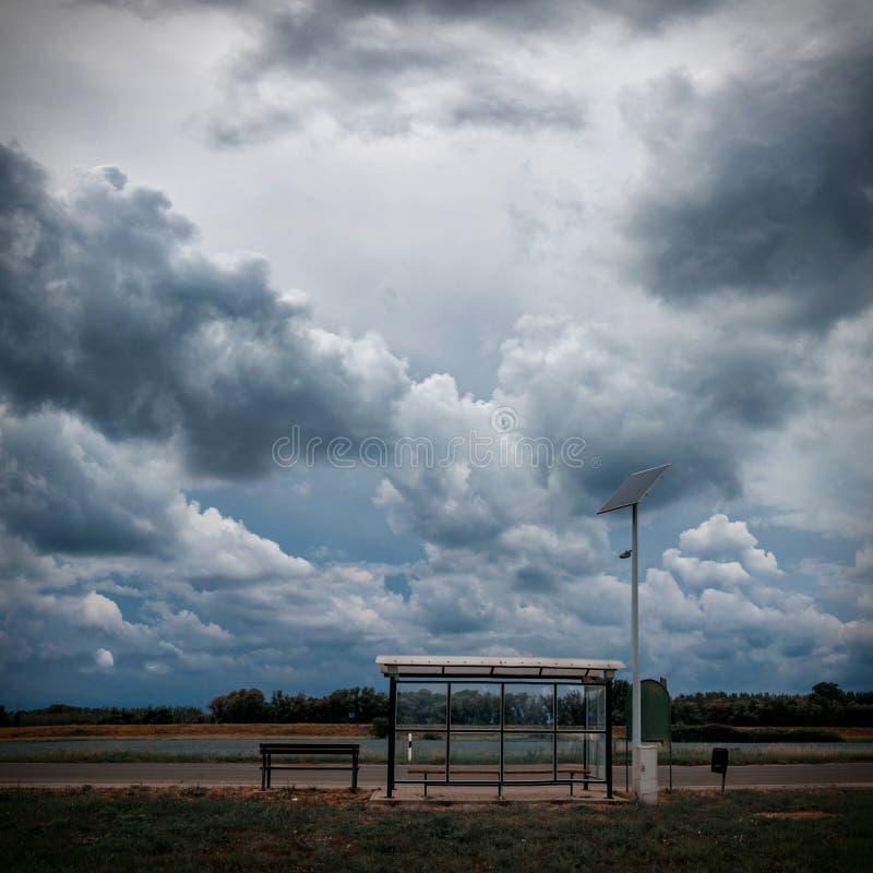 Fermata dell'autobus, pannello solare immagini stock libere da diritti