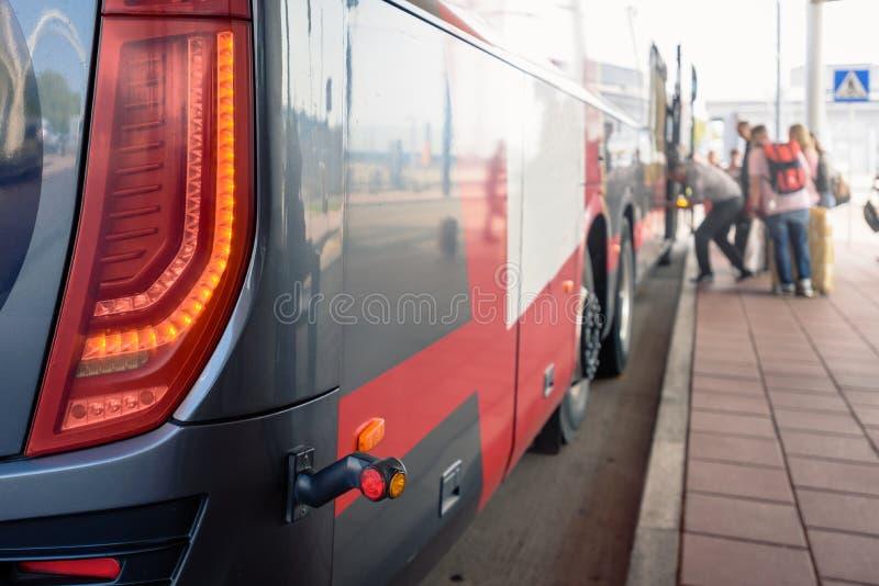Fermata dell'autobus pubblica fotografie stock