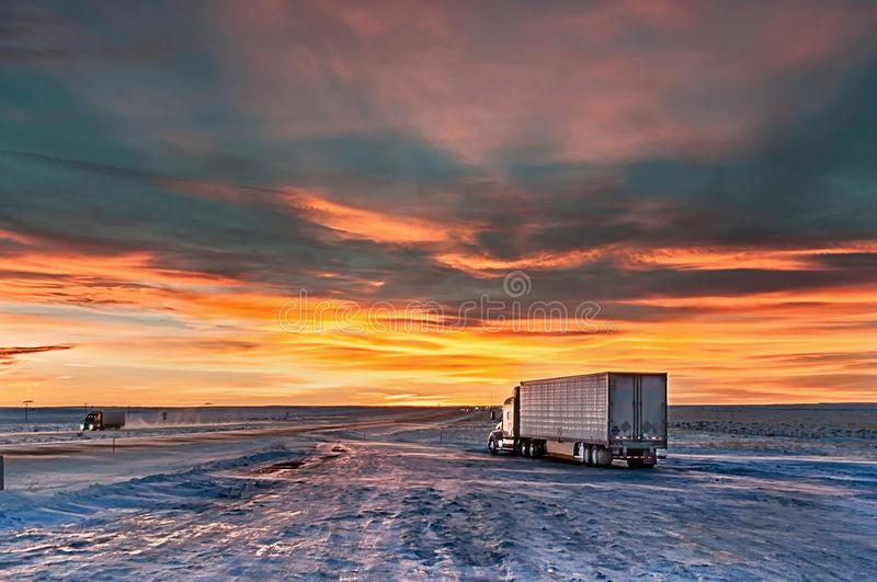 Fermata di camion nella sera fotografia stock libera da diritti
