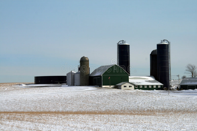 Download Ferme canadienne photo stock. Image du neige, froid, canada - 8666866