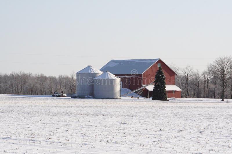 Ferme de Midwest un jour hivernal image libre de droits