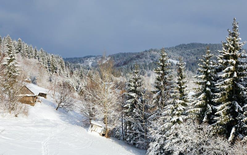 Ferme de montagne de l'hiver photos stock