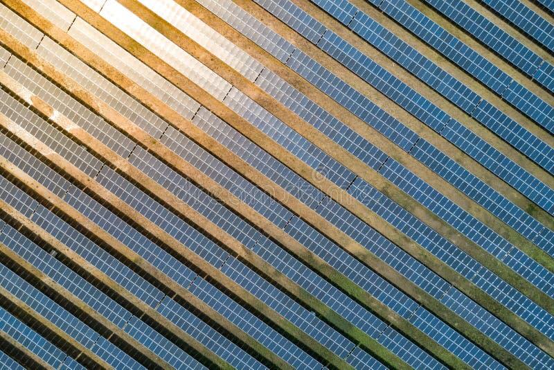 Ferme de panneau solaire ou centrale solaire, vue aérienne image libre de droits