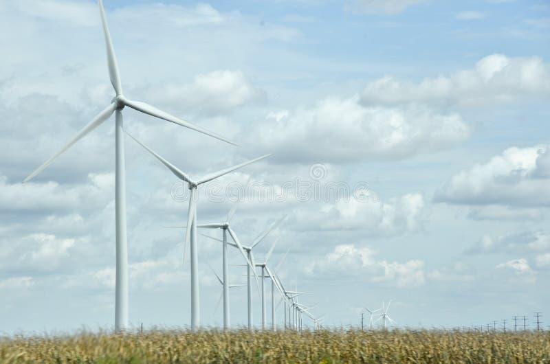 Ferme de turbines éoliennes dans le Midwest des États-Unis images libres de droits