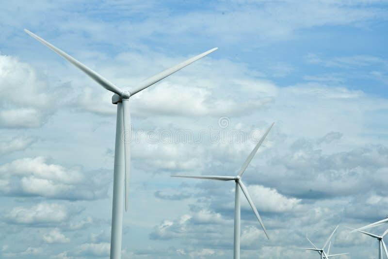Ferme de turbines éoliennes dans le Midwest des États-Unis image stock