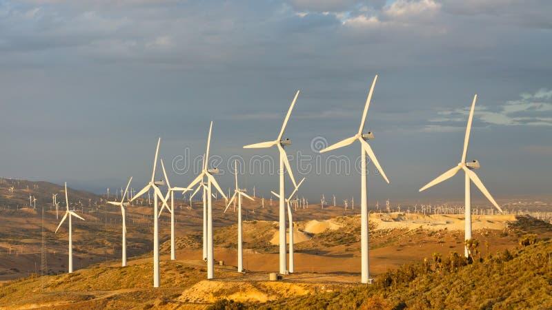 Ferme de vent au passage de Tehachapi, la Californie, Etats-Unis photo stock