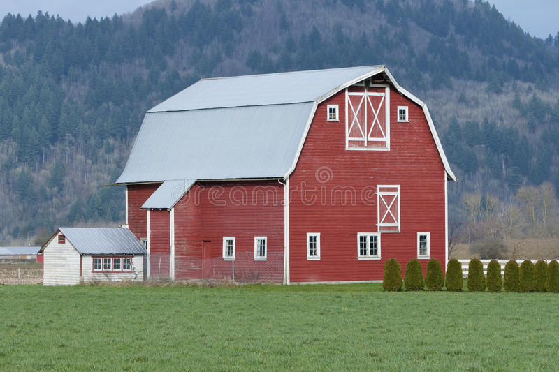 Ferme rouge de grange photos stock