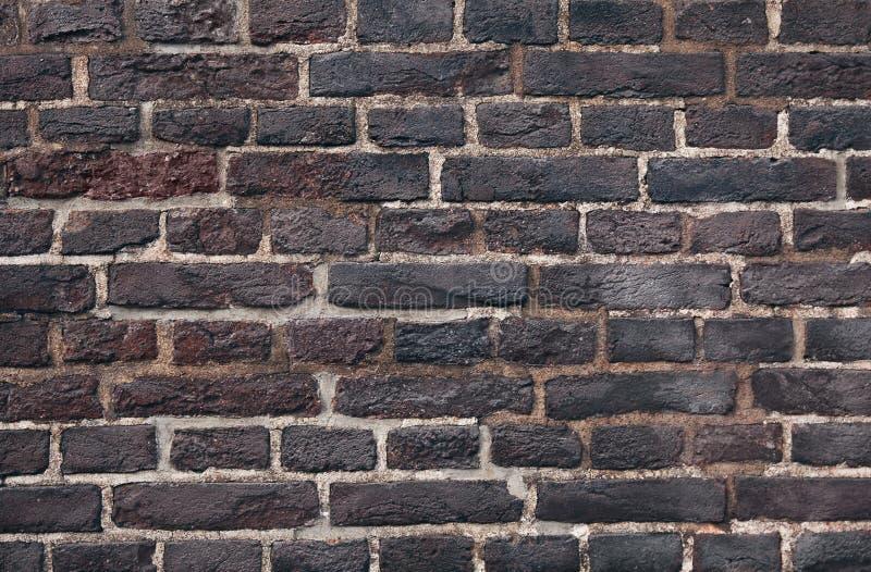 Fermer l'arrière-plan de mur en briques sombres image libre de droits