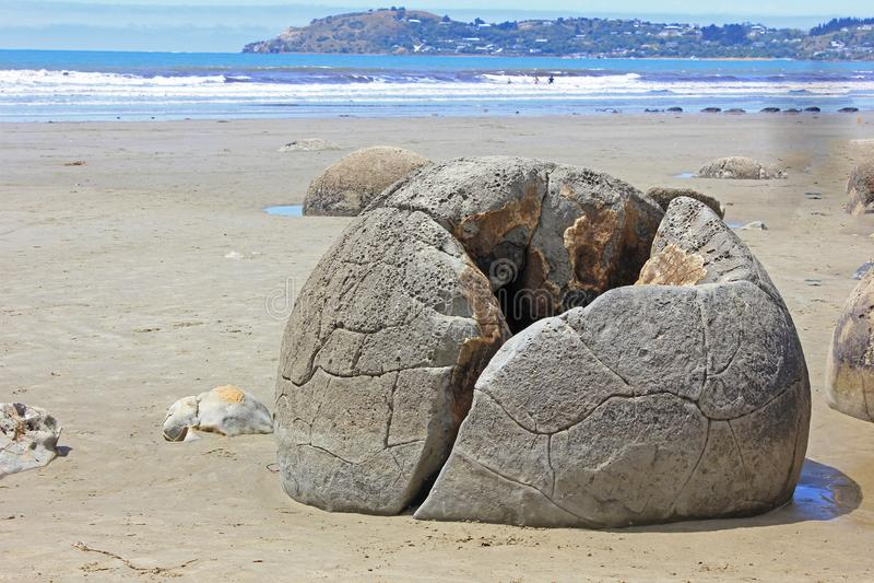 Fermer un rocher de moeraki photographie stock libre de droits