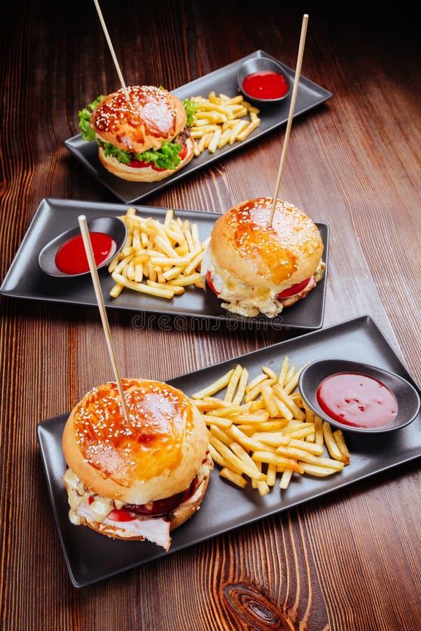 Fermeture de hamburgers maison photographie stock libre de droits