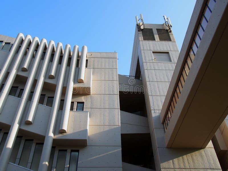 Fermez le du bâtiment de Roger Stevens à l'université de Leeds un bâtiment en béton de brutalist par le chambellan powell et la f photo stock