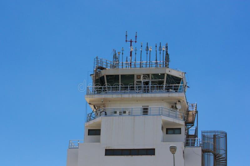 Fermez-vous d'un contrôle du trafic aérien photographie stock