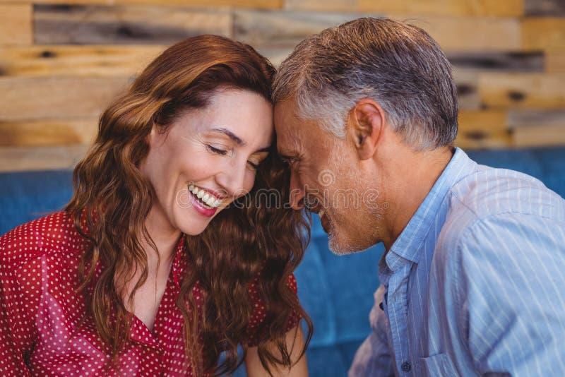 Download Fermez-vous D'un Couple Flirtant Image stock - Image du rester, flirter: 56486311