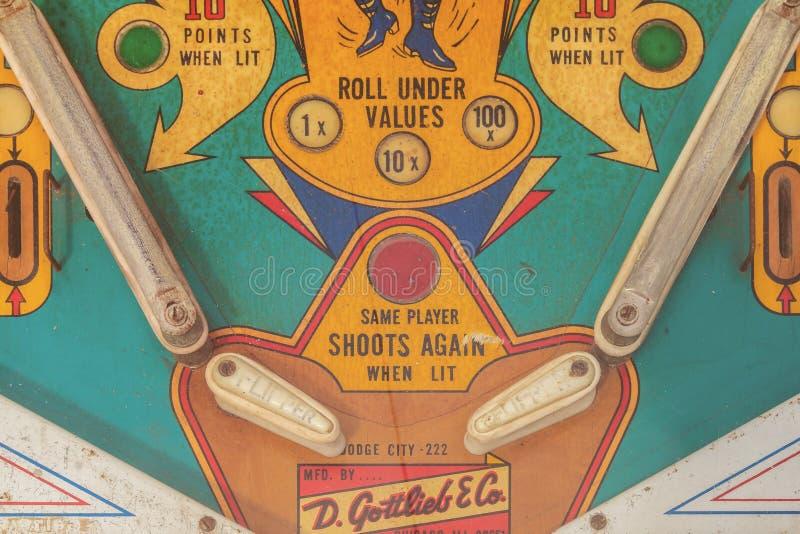 Fermez-vous d'un flipper superficiel par les agents de vintage sur un marché de fuite photo libre de droits