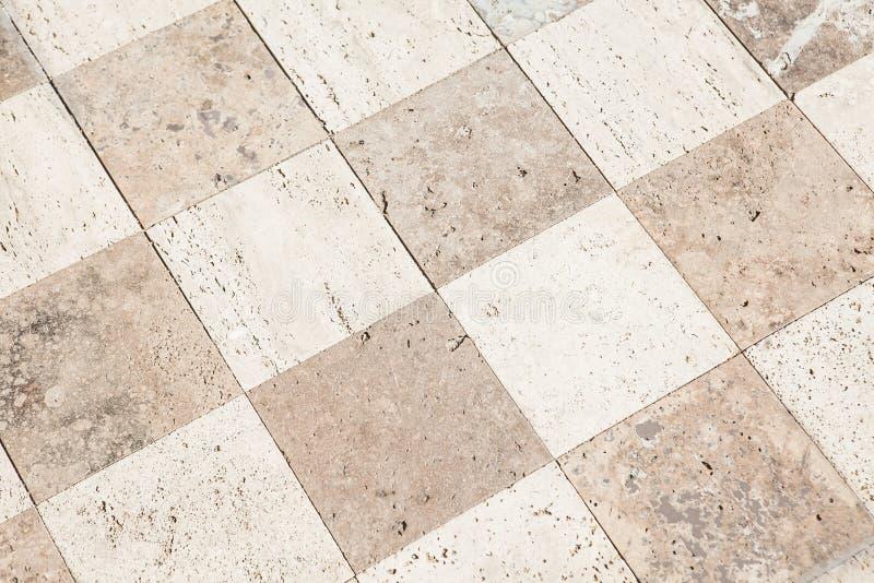 Fermez-vous d'un grand plancher de tuiles en pierre dans photo libre de droits
