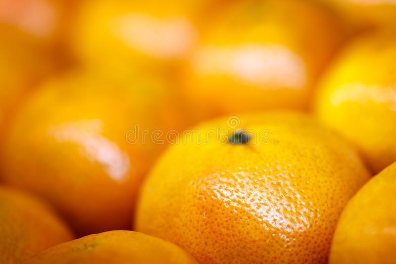 Fermez-vous d'un groupe de mandarine formant un fond complet photo stock