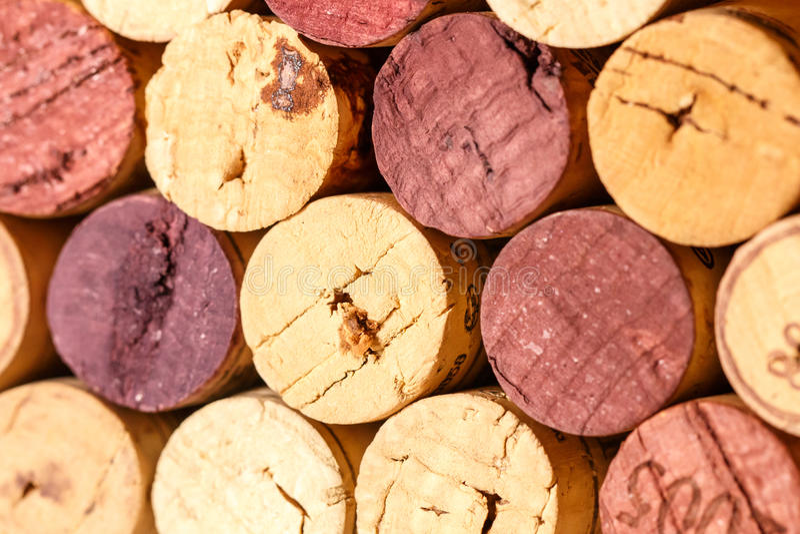 Fermez-vous d'un vin de liège image stock